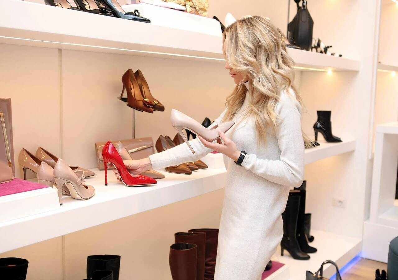 Buying shoes - example of social proof marketing